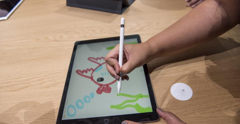 An attendees demonstrates the new Apple Pencil with the Apple iPad Pro tablet. Photographer: David Paul Morris/Bloomberg