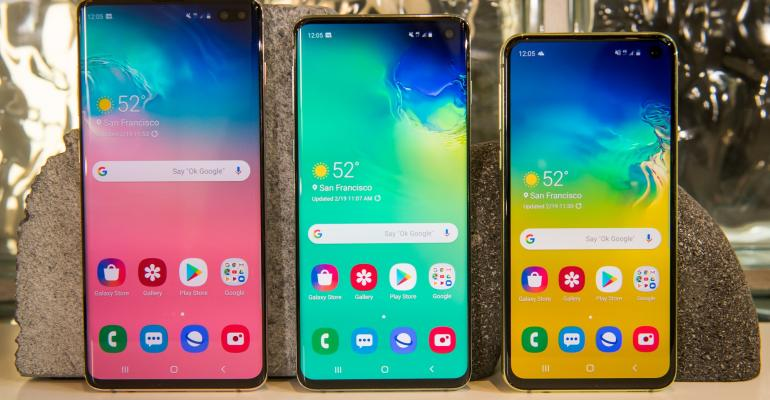 The Samsung Electronics Co. S10+, from left S10 and S10e smartphones are arranged for a photograph at an event in San Francisco, California, U.S., on Tuesday, Feb. 19, 2019. Photographer: David Paul Morris/Bloomberg
