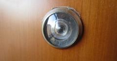 Peep hole in brown door.png
