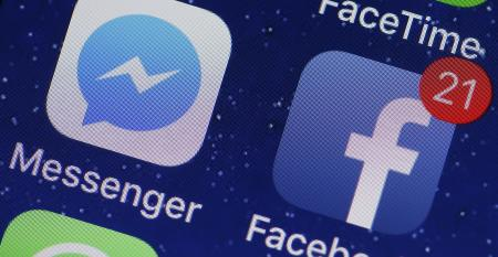 facebook app and messenger app on phone