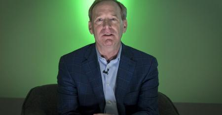 brad-smith-MSFT-green-light.jpg