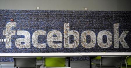 Facebook Looks to Carve Out Market for Mobile Video-Chat Device